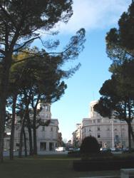 veduta dei due edifici da Piazzale della Vittoria